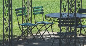 Quel est le mobilier de jardin indispensable dans le jardin